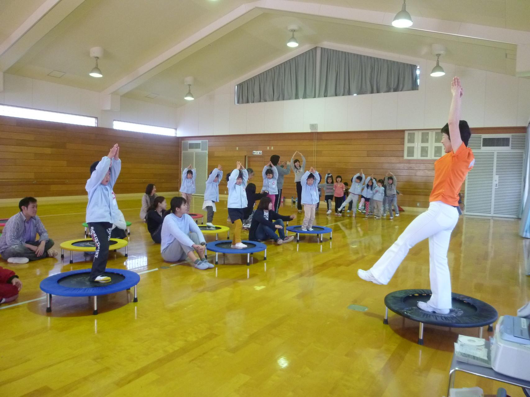 親子体操を楽しもうin母里幼稚園